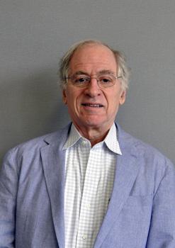 コロンビア大学教授ジェラルド・...